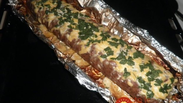 Štola z mletého masa a sýra je geniální věc na oslavy, výlety i na večeři recept