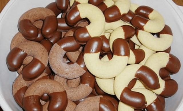 Pudinkové rohlíčky namáčené v čokoládě, které budete dělat pořád recept