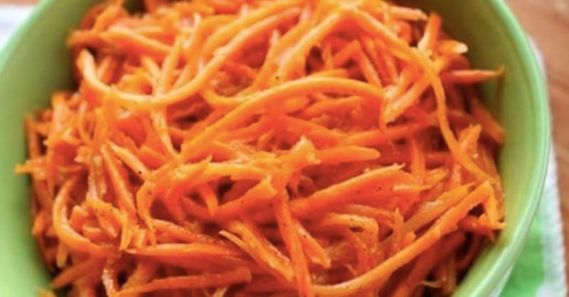 Top korejský mrkvový salát s červenou paprikou netradiční recept