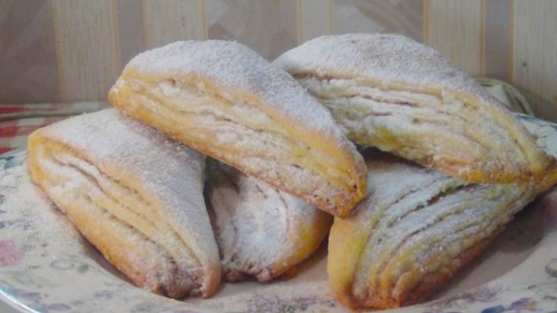 Sladký a lehký vrstvený koláč s kefírem recept