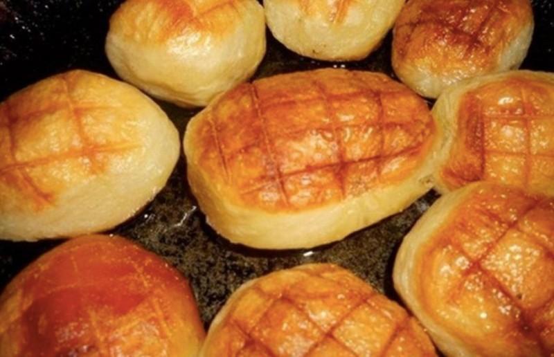 Křupavé pečené brambory vařené a potom mražené recept