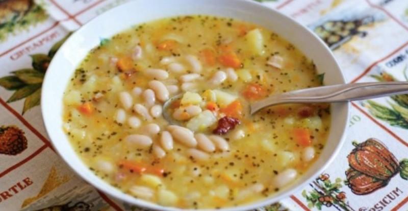 Domácí hustá fazolová polévka se zeleninou a rýží recept