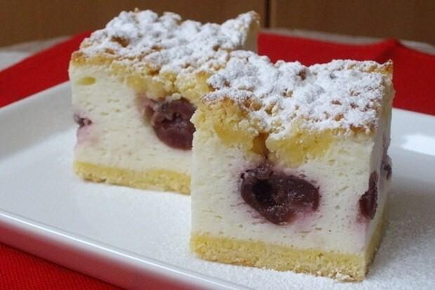 Jednoduchý, rychlý a skvěle chutný jogurtový koláč s ovocem recept