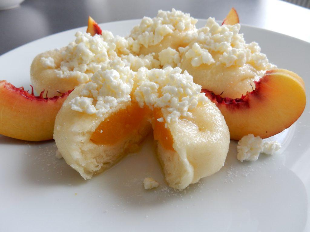 Ovocné kynuté knedlíky