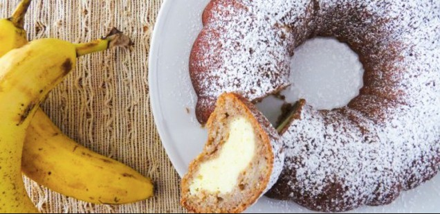 Bábovka z banánů s krémovo-sýrovou náplní Recept