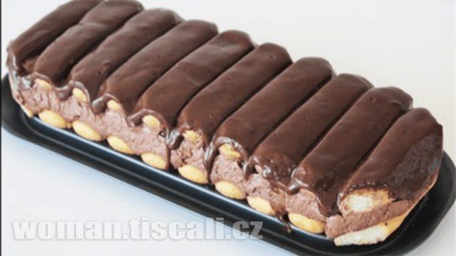 Vynikající a rychlý čoko pamlsek : Pouze smetana, dlouhé piškoty a tmavá čokoláda.Více nepotřebujete. Vypadá i chutná neskutečně