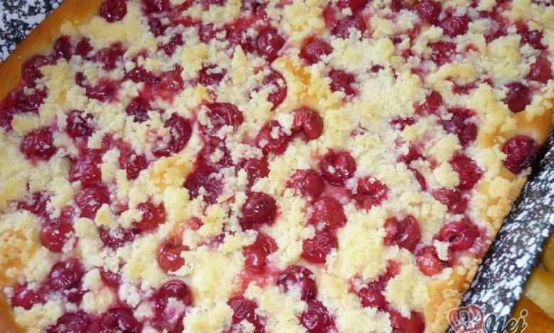 Višňový kynutý koláč s drobenkou