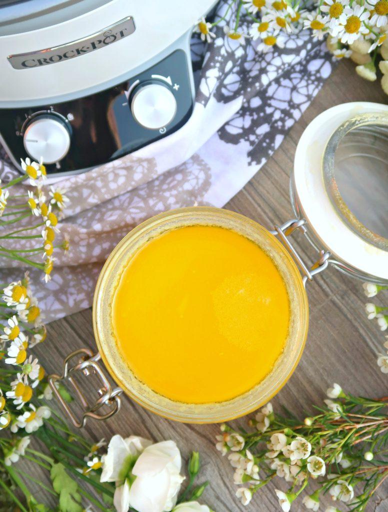 Přepuštěné máslo v pomalém hrnci (od 1 roku)