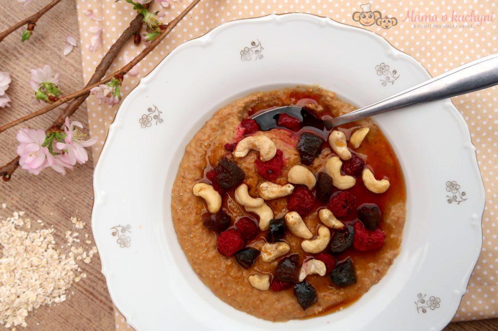 Ovesná kaše se sušenými meruňkami a kešu ořechy (od 2 – 3 let)
