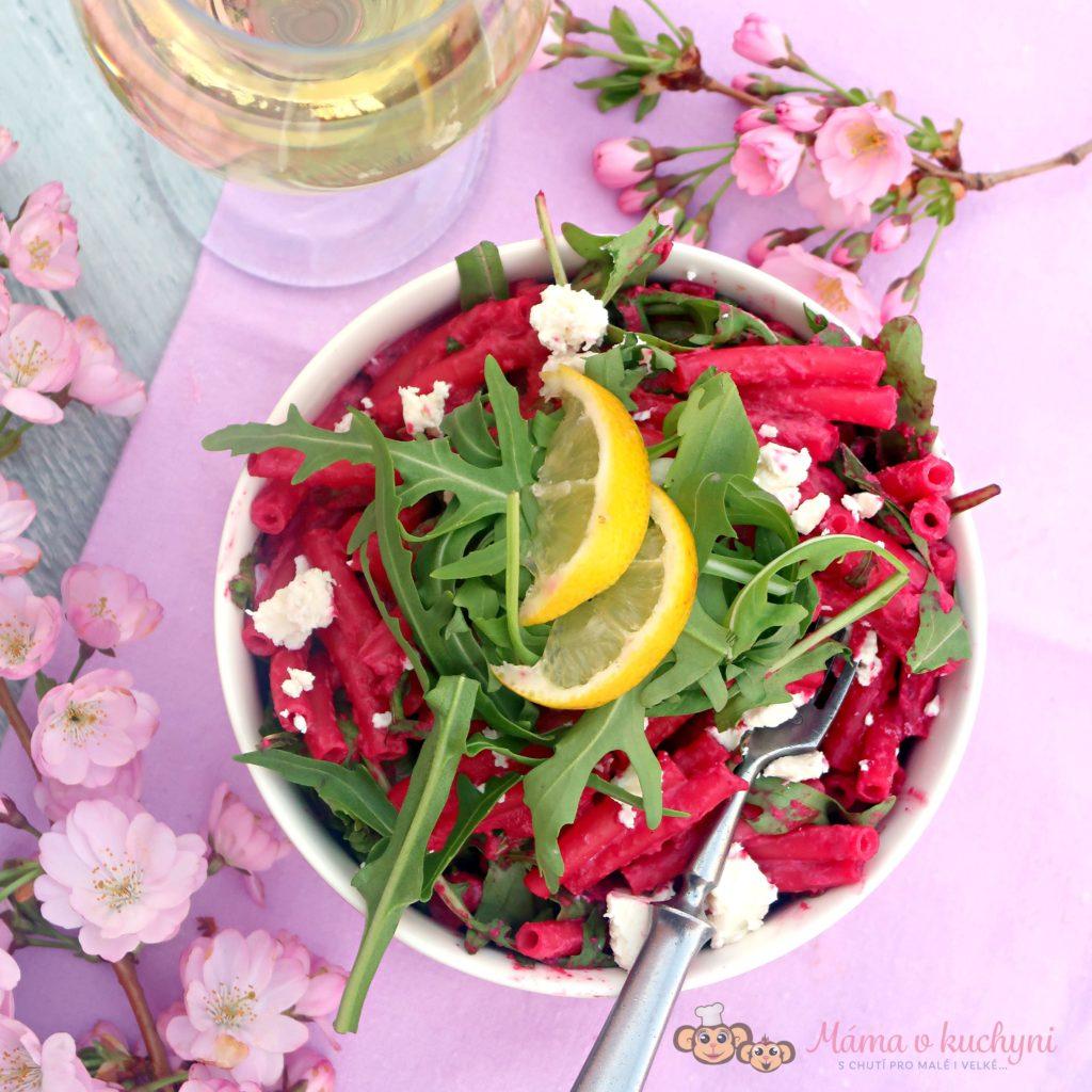 Těstovinový salát s červenou řepou a kozím sýrem (od 1 roku)