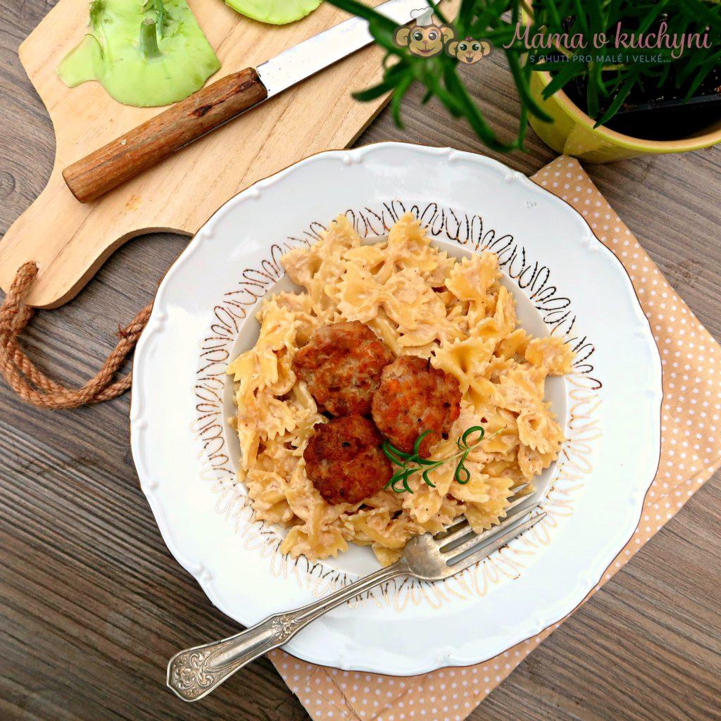 Těstoviny s kedlubnovou omáčkou a krůtími placičkami (od 1 roku)