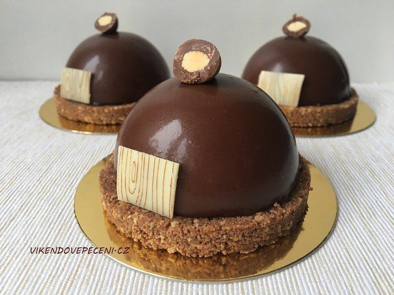 Čokoládové polokoule se sušenkovým pukem