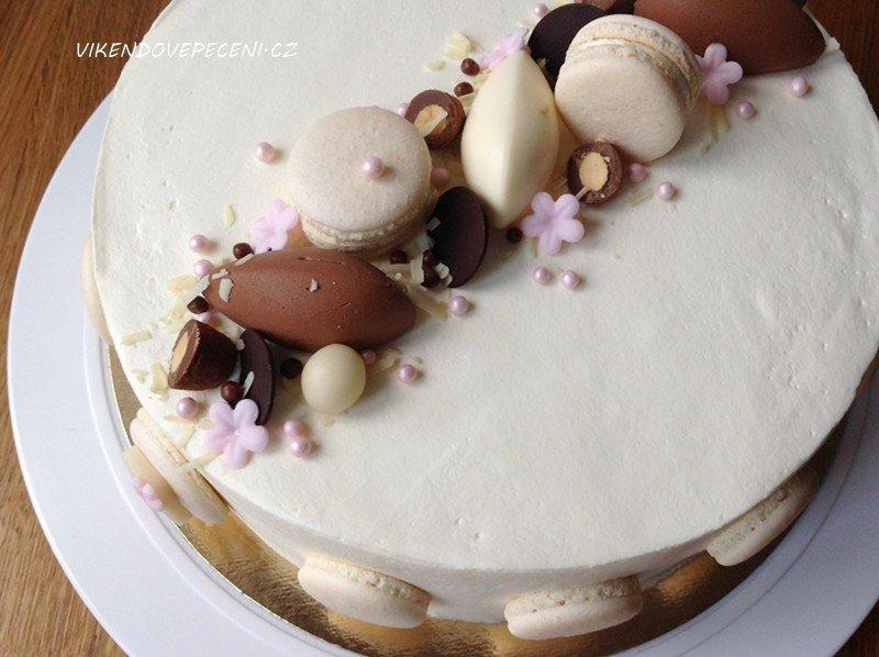 Smetanový dort s hruškami a mléčnou čokoládou