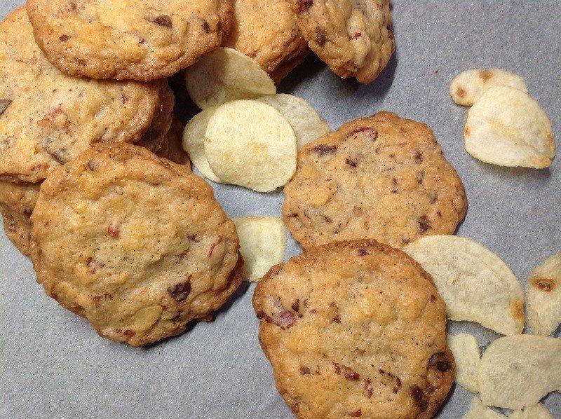 Slaninové cookies s čokoládou a chipsy