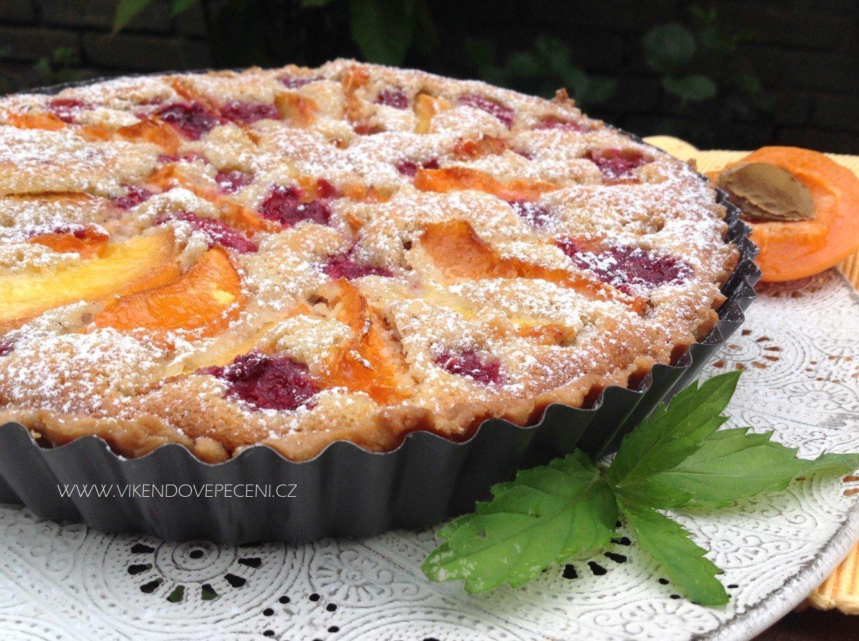 Ovocný koláč s mandlovým krémem