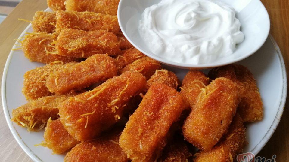 Extra křupavé česnekově-cuketové tyčinky z trouby