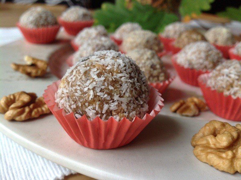 Nepečené ořechové kuličky s tahini