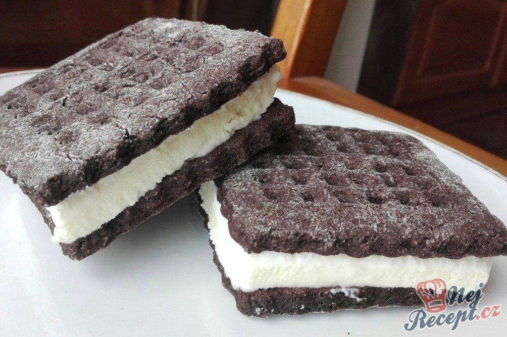 Zmrzlinové sendviče – domácí sušenky i domácí zmrzlina