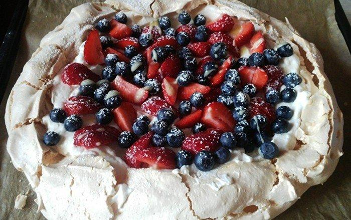 Pěnový ovocný dortík